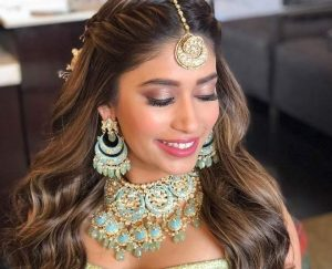 10 Gorgeous Maang Tikka Hairstyles That You Can Easily Do At Home